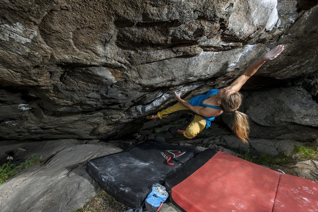 Elisa Strand trying to reach the jug on a steep problem at Stem Bastensen.
