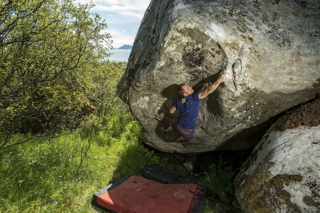 Henrik Sundahl making quick work of an immacculate, slopey boulder at Stem Bastensen.